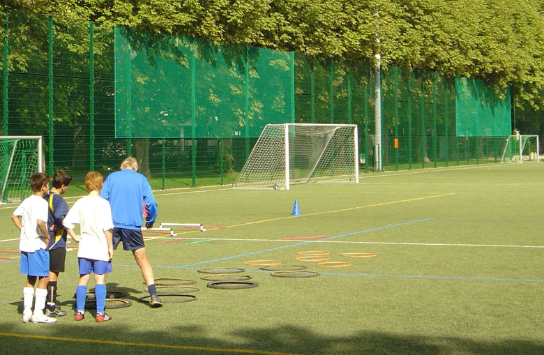 Knotless football perimeter nets Netten